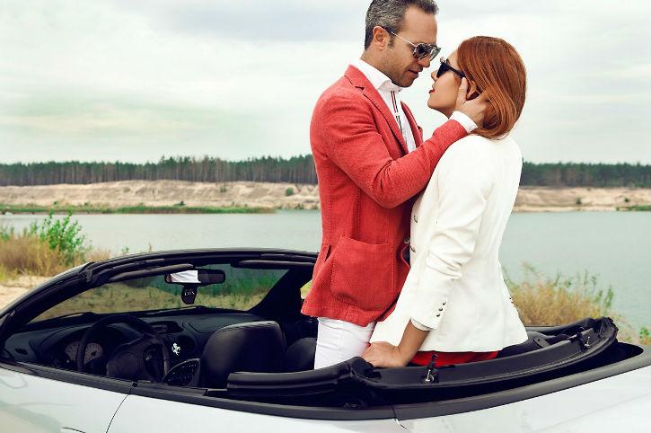 Влюбленные в машине