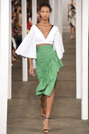 зеленая юбка и рукава-воланы