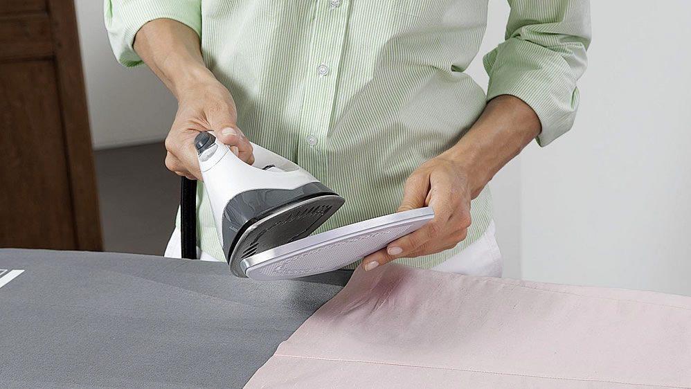 Как очистить утюг от пригоревшей ткани в домашних условиях
