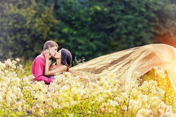 влюбленные на природе