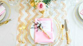 Сервировка стола в розово-золотом цвете