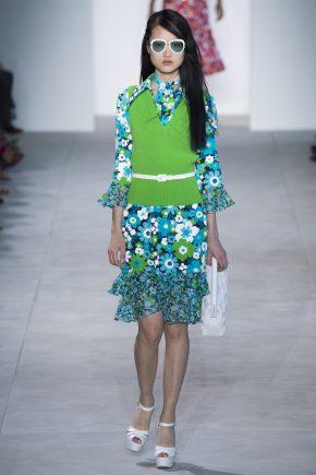 зеленое платье и ярко-зеленый джемпер