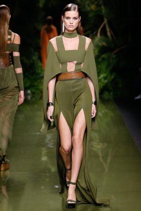 платье с глубокими разрезами фисташкового цвета