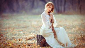 девушка с длинной косой