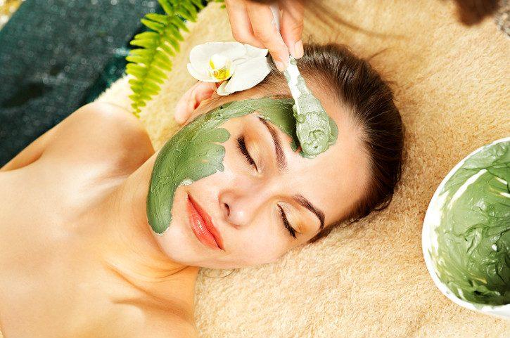 нанесение маски зеленого цвета