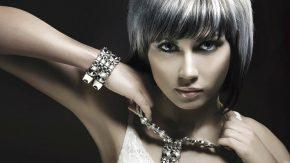 Стильные советы: как подобрать украшение к платью