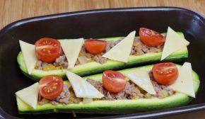 добавляем сыр и томаты