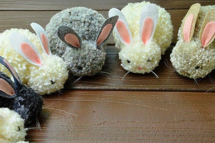 поделки - зайцы из помпонов