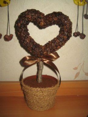 дерево с кроной в форме сердца