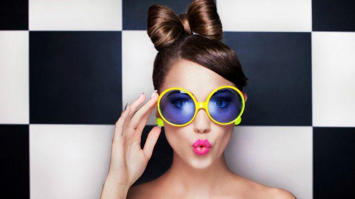 девушка в очках - главная