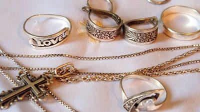 Как чистить серебряные украшения: 10 быстрых способов
