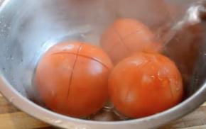 помидоры ошпарьте кипятком