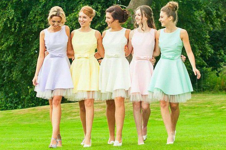 Платье и прическа на свадьбу к подруге