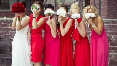 Что надеть на свадьбу подруги?