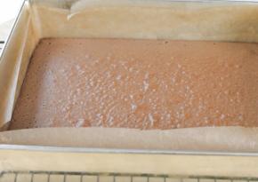 приготовление классического шоколадного торта шаг 6