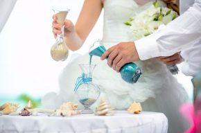 символическая песочная церемония на свадьбе