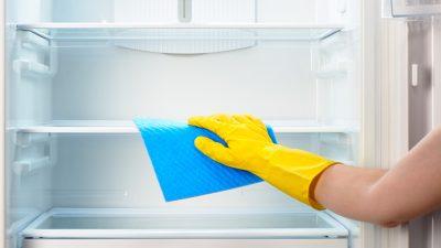 Как убрать запах из холодильника домашними средствами?